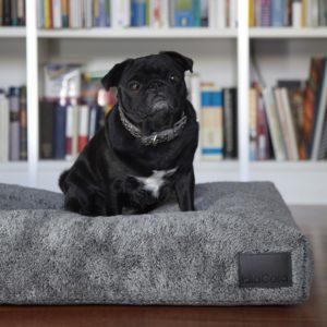 Coussin design en fourrure pour chien – SHERPA